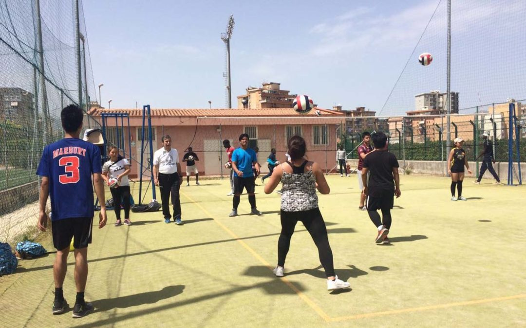 Comunicazione e fair play: a Centred by Sport iniziano gli allenamenti di pallavolo/Communication and fair play. The training for volleyball are starting in Centred by Sport progetto